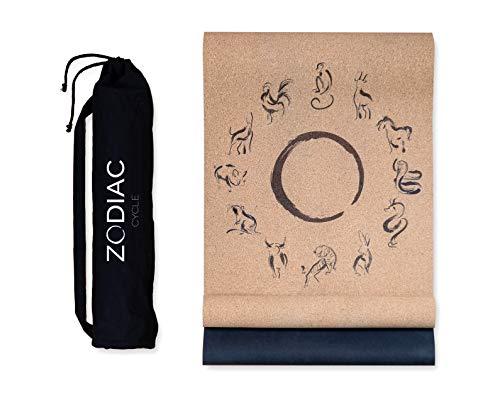ZODIAC CYCLE Premium Yogamatte Kork mit Canvas Bag und Tragegurt - nachhaltig, rutschfest, leicht, dünn 100% recyclebares Material - Kork und Naturkautschuk, [183 x 61 x 0,3 cm]