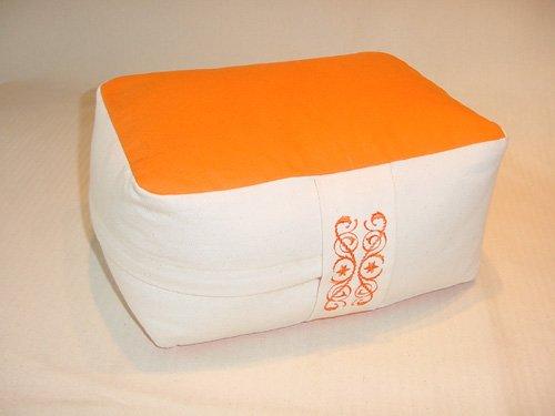 Meditationskissen mit Bezug rechteckig mit Buchweizenschalenfüllung in orange/naturweiß