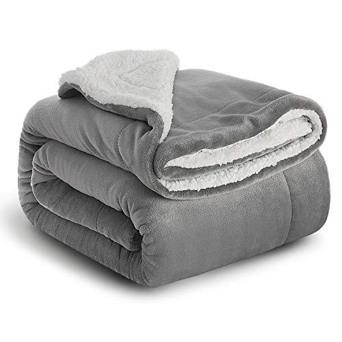 BEDSURE Decke Sofa Kuscheldecke grau - warm Sherpa Sofaüberwurf Decke, Dicke Sofadecke Couchdecke, 150x200 cm XL Flauschige Wohndecke für Couch