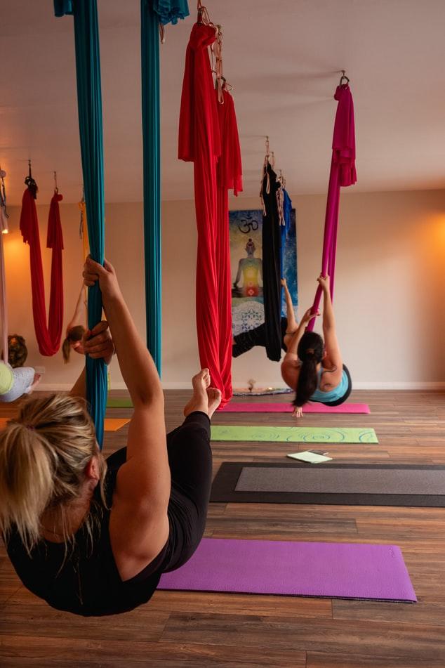 Aerial Yoga hängend