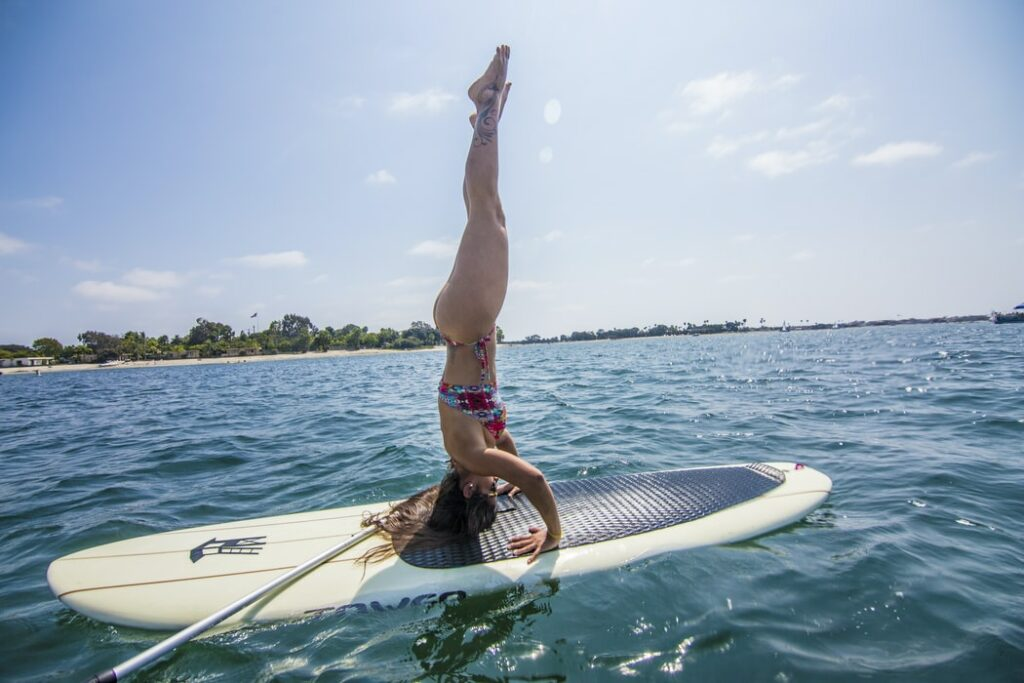 Stand up Paddle Yoga Kopdstand