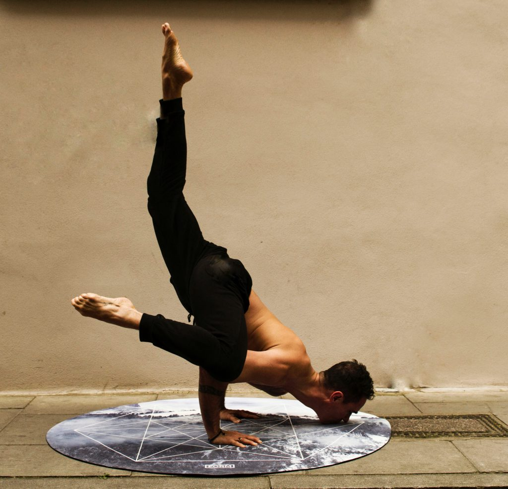Yoga Krähe Variation