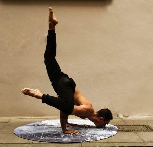 Yoga Krähe Variation